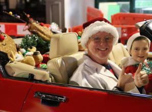 Radio DJ Chris Evans secretly switches on Marlow Christmas lights