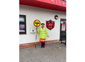 Lent Rise School lollipop lady recevies award for 25 years of devoted service