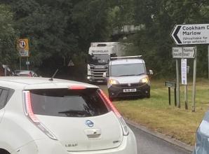 Oversized lorry jammed under Cookham bridge causes tailbacks