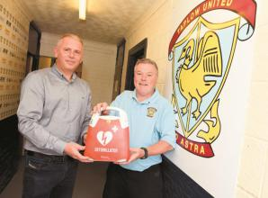 Defibrillator donated to Taplow United FC