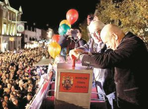 Marlow area news: Ross Kemp hits switch on Christmas lights
