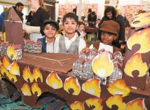 Schoolchildren show of Great Fire of London display