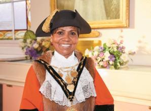 Royal Borough mayor to take part in Thames Hospice Santa Dash