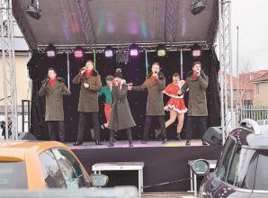 Veterans enjoy drive-in concert for Christmas