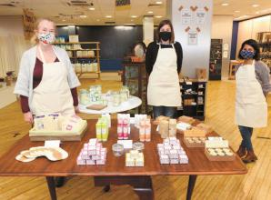 Zero-waste shop raises £900 for domestic abuse charity