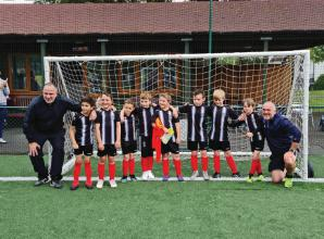 Maidenhead United Juniors u8s Colts lift cup to celebrate end of disrupted season