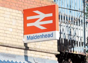 All lines blocked after person is hit by a train between London and Reading