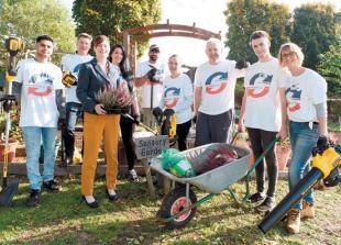 Rapid7 staff help tidy up school's eco-garden