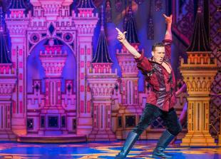 REVIEW: Snow White and the Seven Dwarves at Wycombe Swan