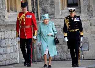 Queen celebrates official birthday with military parade