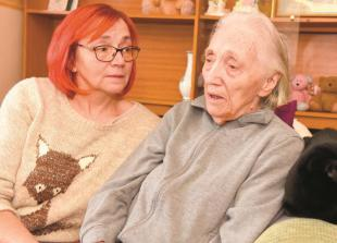 Daughter says carers have neglected 88-year-old mum with Alzheimer's