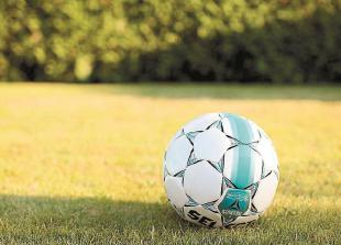 Youth football round-up: Maidenhead Girls u15s bow out of County Cup after penalty shoot-out defeat to Laurel Park Starz