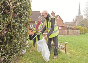 Litter pickers fill 60 sacks with rubbish in Taplow spring clean