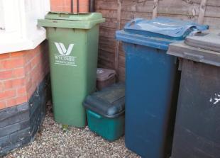 Contractor offers bonus for much-needed Bucks bin lorry drivers