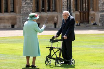 Captain Sir Tom heads to Windsor hotel for tea after his knighthood