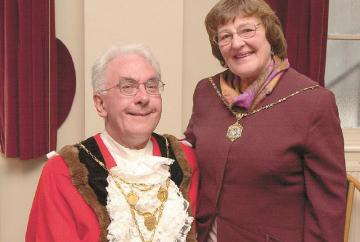 Tributes paid to former Royal Borough mayor
