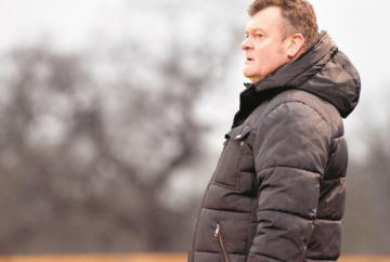 Windsor FC: Eight-man North Leigh United should be punished, says Mick Woodham